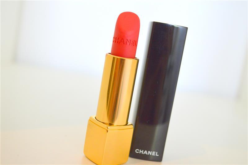 Chanel Rouge Allure Velvet nr.43 (La Favorite)