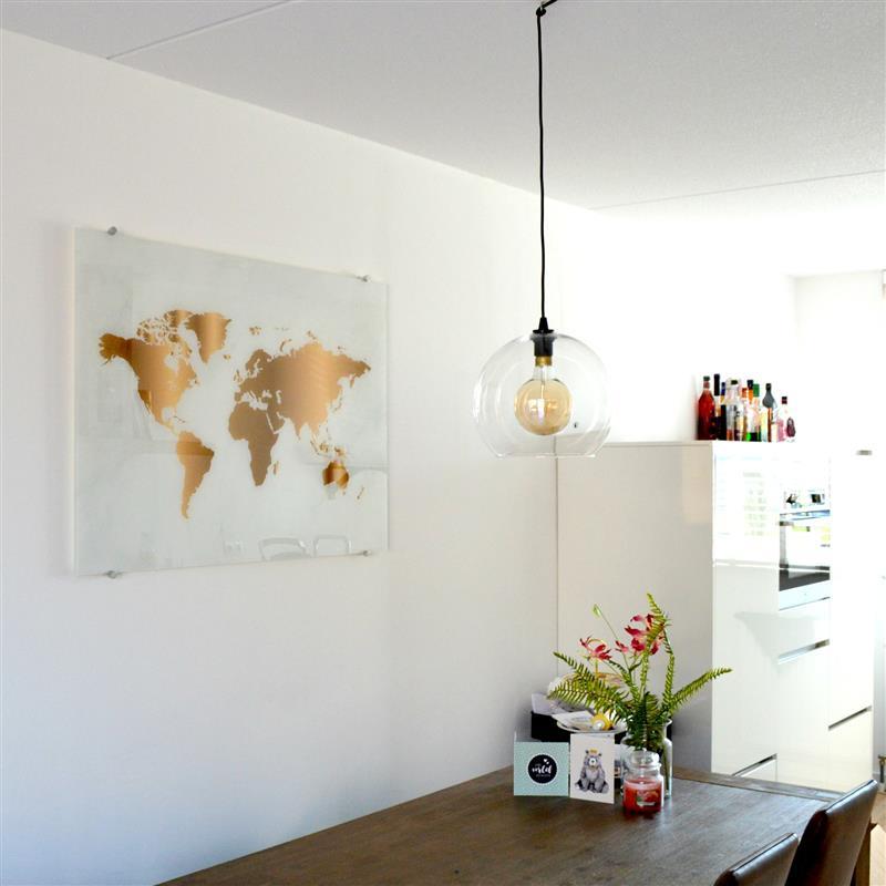 Onze nieuwe wereldkaart op plexiglas